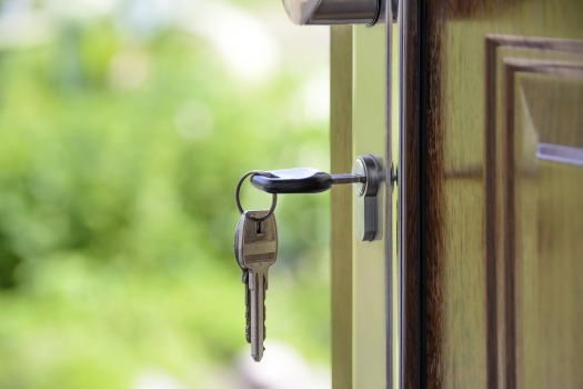 Keys in door – Pixabay (#1407562) | Brenchley Homes
